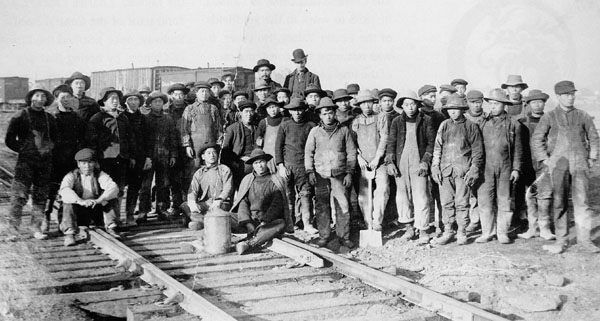 a picture of the Chinese working on the Canadian Pacific Railway